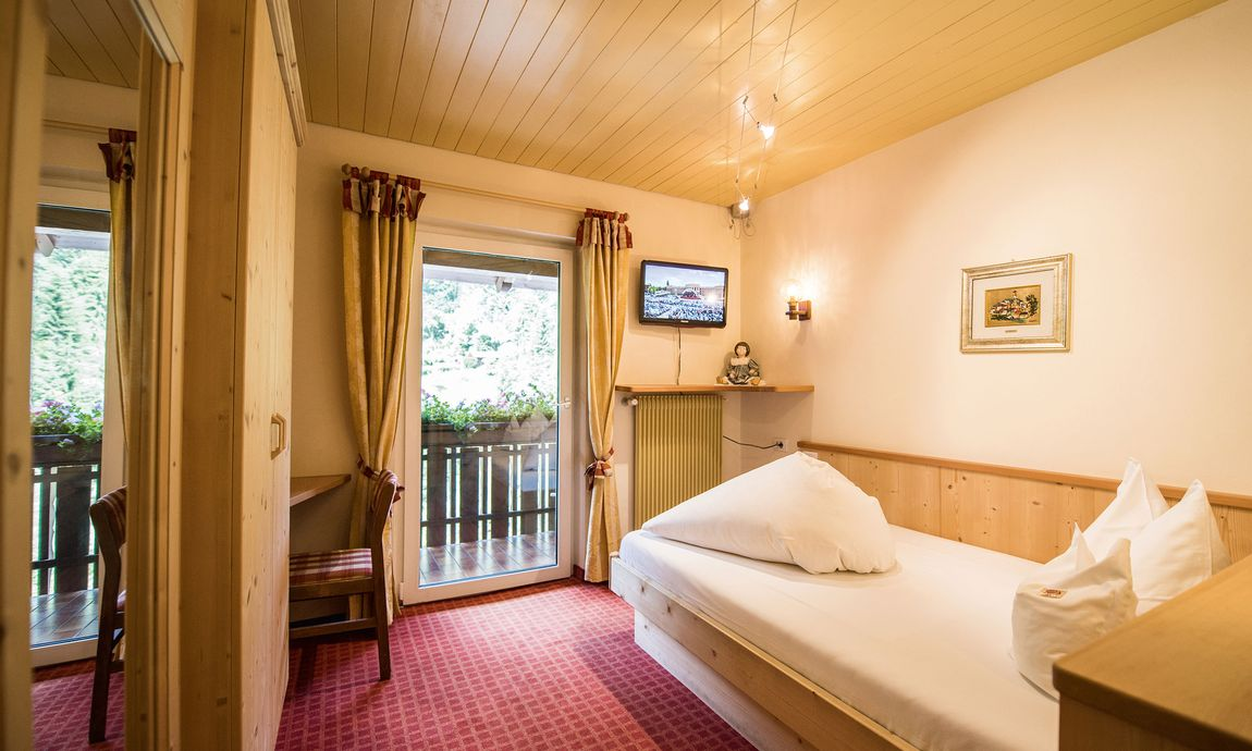 hotel-mondschein-eggental-obereggen-doppelzimmer-single-1.jpg